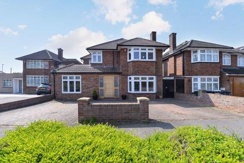 4 bedroom detached house for sale - Harrowes Meade, Edgware, Middlesex, HA8
