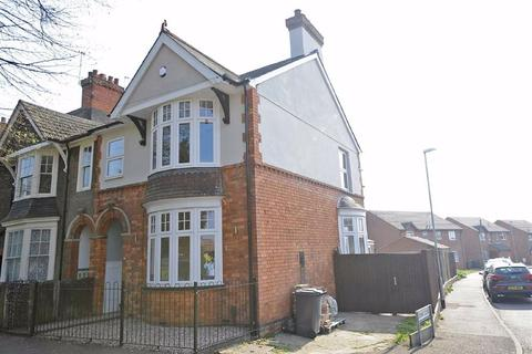 4 bedroom end of terrace house for sale - Finedon Road, Wellingborough