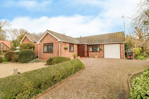3 bedroom detached bungalow for sale - Elm Grove, Wivenhoe, Colchester, CO7