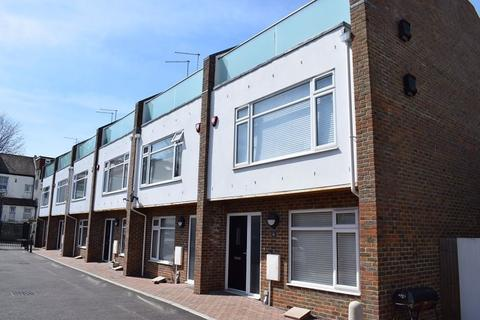 4 bedroom house to rent - Connaught Mews, Melbourne Street, Btn, BN2 3DH.
