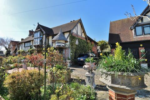 65d91f32e3d1f 5 bedroom detached house for sale - Dean Court Road