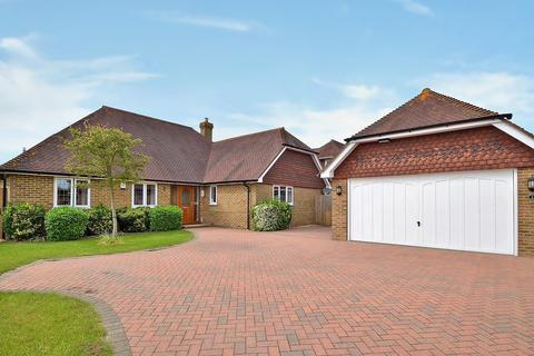 4 bedroom detached bungalow for sale - Country Ways, Lenham