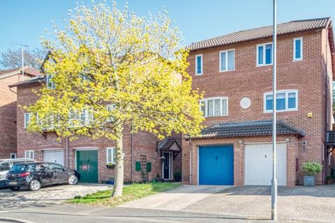 3 bedroom townhouse for sale - Millrace Road, Riverside, Redditch, B98 8HX