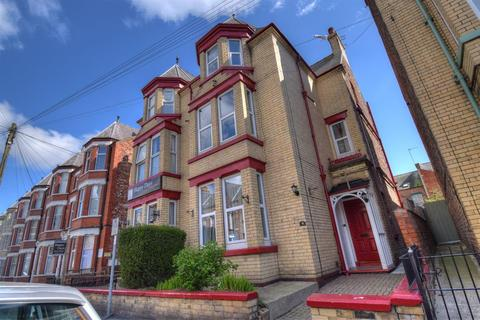 6 bedroom semi-detached house for sale - Marshall Avenue, Bridlington, YO15 2DS