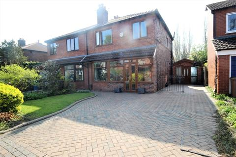 3 bedroom semi-detached house for sale - Pine Grove, Monton
