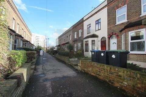 Studio to rent - Genotin Terrace, Enfield, EN1