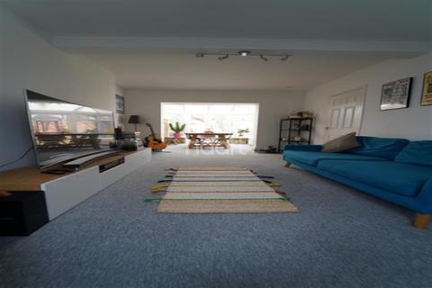 4 bedroom detached house to rent - Jackson Road, IG11