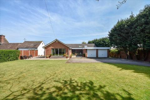 4 bedroom bungalow for sale - Harrowden Road, Wellingborough, NN8 5BD