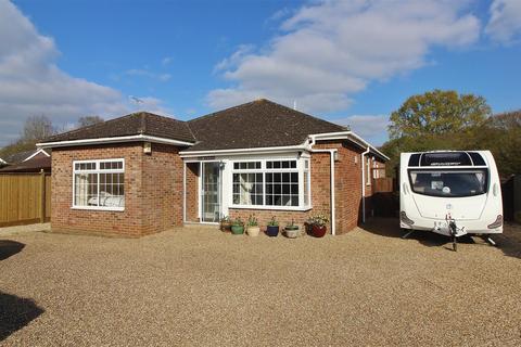4 bedroom bungalow for sale - Hamstreet Road, Shadoxhurst, TN26