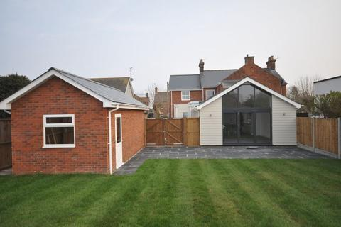 4 bedroom semi-detached house for sale - Mersea Avenue, West Mersea