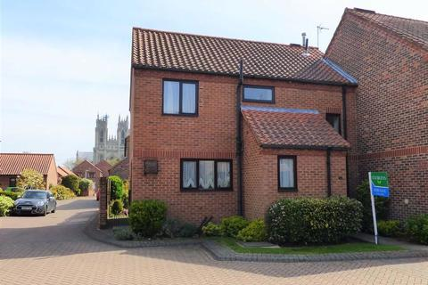 3 bedroom semi-detached house for sale - St Martins Court, Beverley