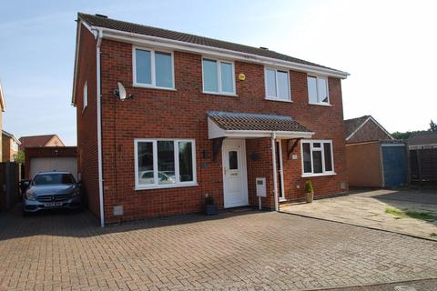 3 bedroom semi-detached house for sale - East Rising, East Hunsbury, Northampton