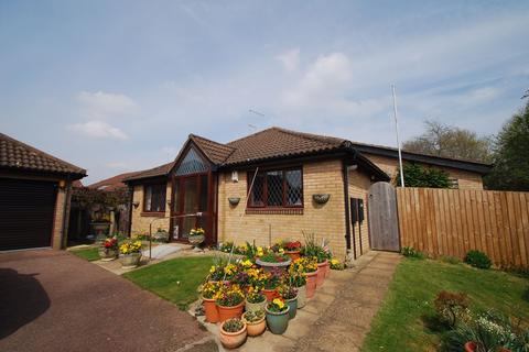 3 bedroom bungalow for sale - Barn Owl Close, East Hunsbury, Northampton