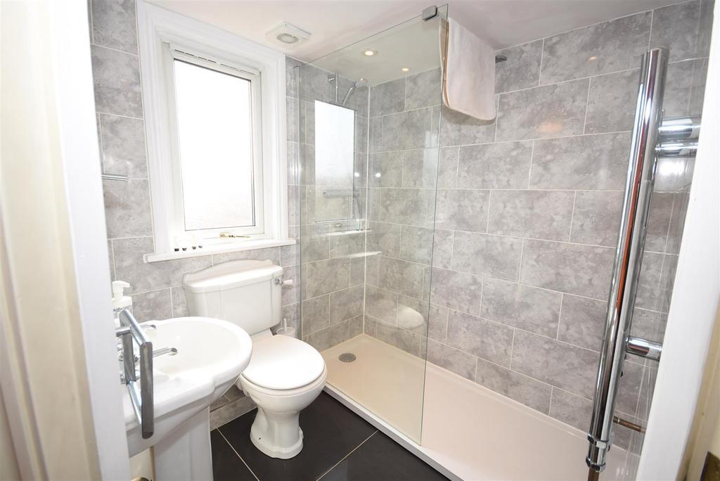 En Suite Shower 4
