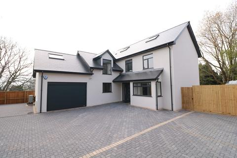5 bedroom detached house for sale - Parc Road, Llangybi, Usk, NP15