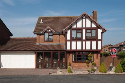 4 bedroom detached house for sale - Saxton Drive, Four Oaks
