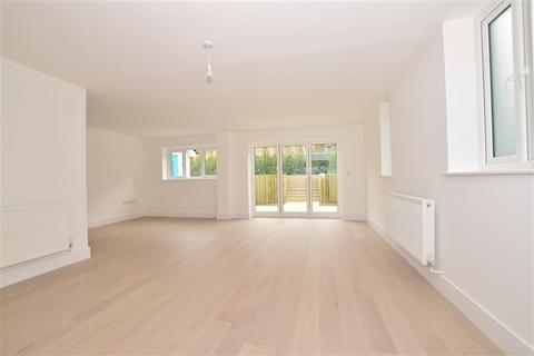 4 bedroom detached house for sale - Warwick Crescent, Safety Bay House, Rochester, Kent
