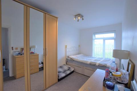 2 bedroom flat for sale - Blackthorn Road, Ilford, IG1