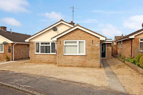 3 bedroom detached bungalow for sale - Manor Road, Ducklington, Witney