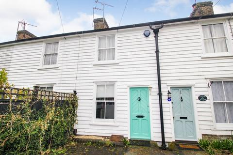 2 bedroom terraced house to rent - Manor Road, Chigwell, London, IG7