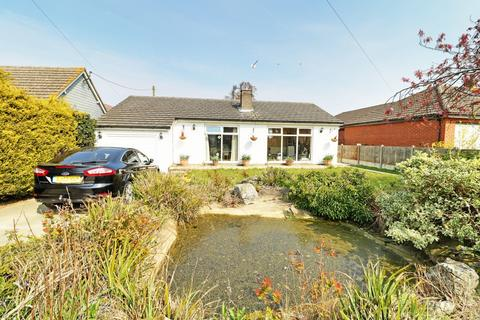 3 bedroom detached bungalow for sale - Penguin Road, Scratby, NR29