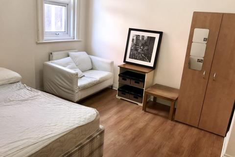 Studio to rent - Boscombe Spa Road