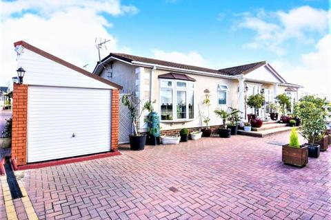2 bedroom park home for sale - Waterfront, Hayes Country Park, Battlesbridge, WICKFORD, Essex