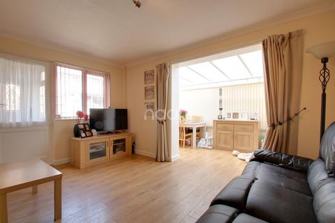 1 bedroom semi-detached house for sale - Stephens Close, Romford, RM3 7RS