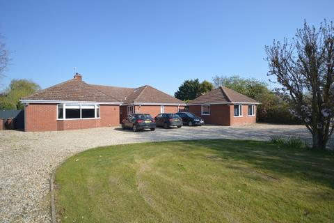 5 bedroom detached bungalow for sale - Gressenhall
