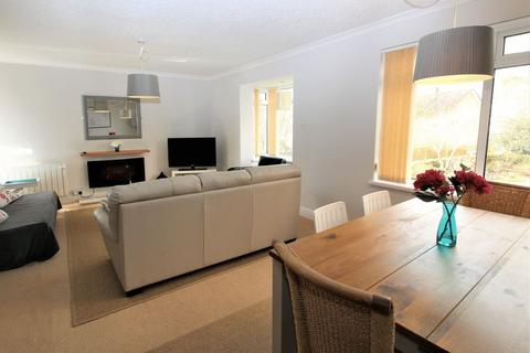 2 bedroom flat to rent - Cranmer Court,