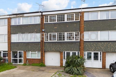 4 bedroom townhouse to rent - Gardner Close, Wanstead