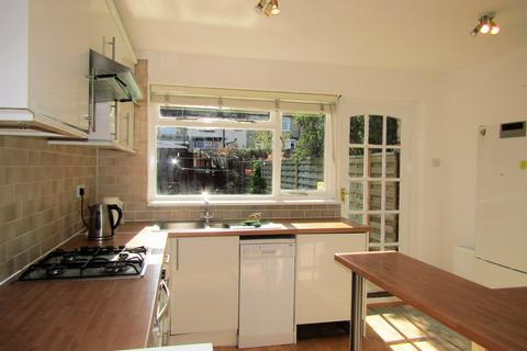2 bedroom house to rent - Queens Road, Finchley, London