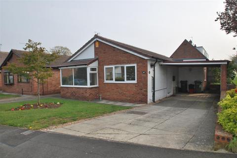 2 bedroom detached bungalow for sale - Blue Hatch, Frodsham