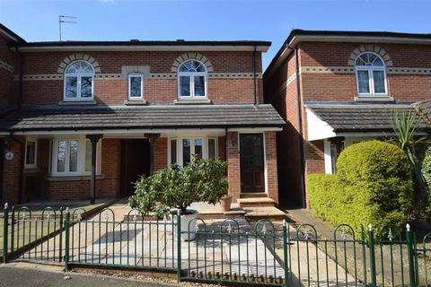 2 bedroom mews for sale - Hedingham Close, Macclesfield