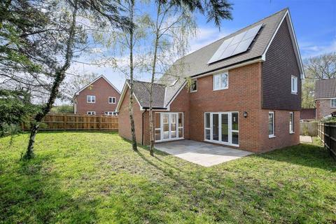 4 bedroom detached house for sale - Hillyfields Rise, Ashford, Kent