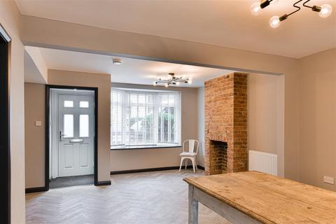 2 bedroom apartment for sale - Priory Road, Reigate