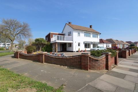 4 bedroom detached house for sale - Sea views, Leitrim Avenue, Shoeburyness