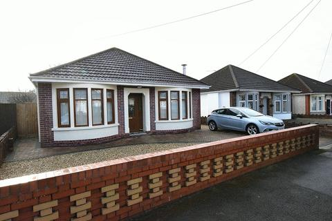 2 bedroom detached bungalow to rent - Leamington Road, Rhiwbina, Cardiff. CF14 6BX