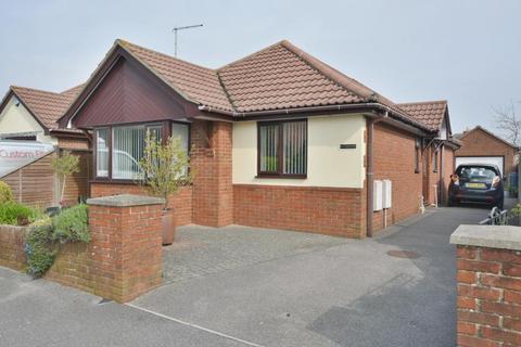 3 bedroom detached bungalow for sale - Jacqueline Road, Parkstone, Poole, BH12 3JQ