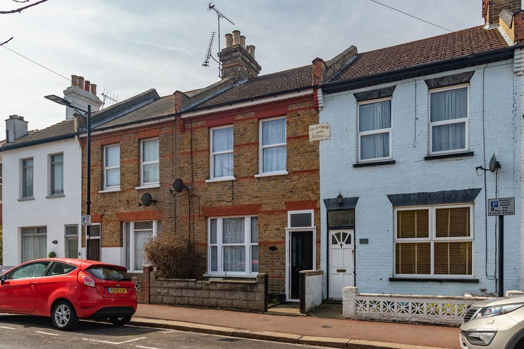 Nearest Gas Station From My Location >> Colchester Road, Southend-on-Sea, SS2 3 bed terraced house ...