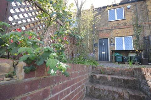 2 bedroom terraced house to rent - Boundary Road, Wooburn Green