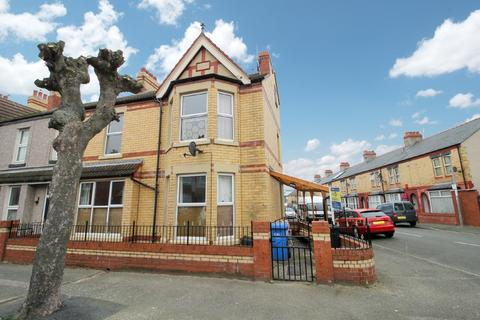 4 bedroom end of terrace house for sale - Sandringham Avenue, Rhyl