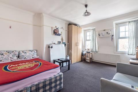 3 bedroom flat for sale - Streatham High Road London SW16
