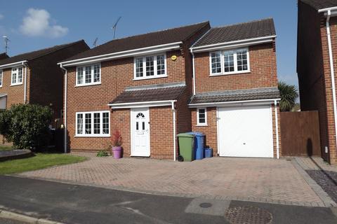 5 bedroom detached house to rent - Cotswold Close, Farnborough GU14