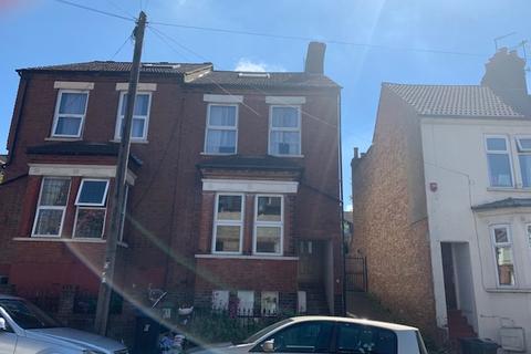 2 bedroom flat to rent - Talbot Road , Luton LU2