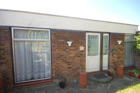 3 bedroom bungalow for sale - Kingswood Road, Basildon, Essex, SS16