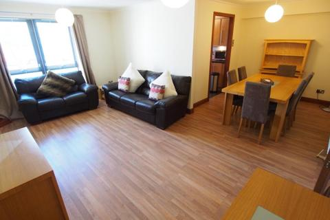 2 bedroom flat to rent - Cromwell Court, Ground Floor, AB15