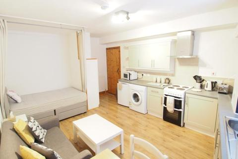 Studio to rent - St Peter Street, Aberdeen, AB24