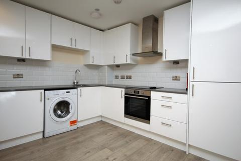 2 bedroom apartment to rent - Eastern Road, Romford, RM1