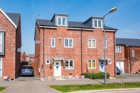 3 bedroom semi-detached house for sale - Pippin Road, Aylesbury